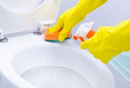 トイレの汚いファストフード店ワースト順位!エアタオル埃だらけ、掃除ブラシ丸出し…の画像1