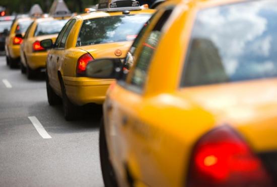 タクシー運転手の悲惨な実態…1日20時間労働、必死に月50万売り上げても月給25万の画像1