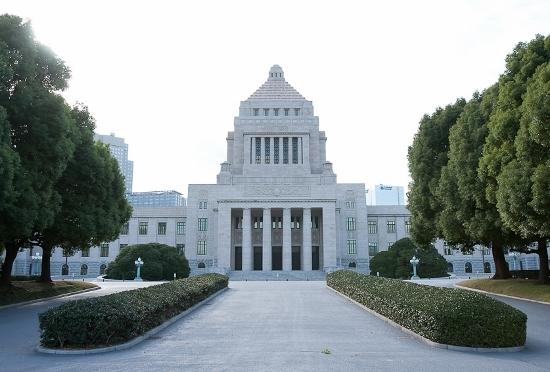 国会議員、不倫・買春続出でも年間報酬4千万円!バカ政治家を生む日本の異常な選挙の画像1