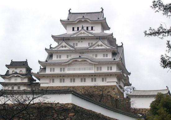 姫路城、なぜ人気沸騰&客殺到で3時間待ち?5年に及ぶ大修理の費用、たった1年で回収?