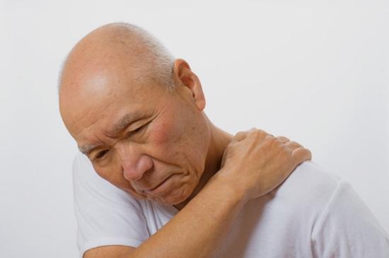 ツラい関節痛や五十肩に原因があった!安静や鎮痛剤で痛み除去は危険?治りを遅らせる