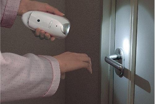 熊本地震で考える、自宅に必須の震災対策グッズ10!電気・水道止まり物散乱…の画像1