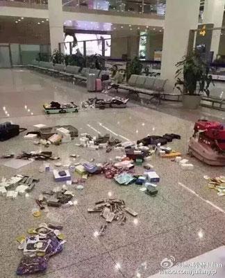 中国、空港で帰国者の荷物全開&全購入品に高額課税&没収を突然開始!日本での爆買い消滅かの画像1