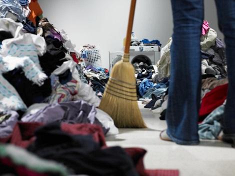 おそ松さんファンのマナー悪さがヒドい!グッズ奪い合いで床に商品散乱、詐欺行為横行の画像1