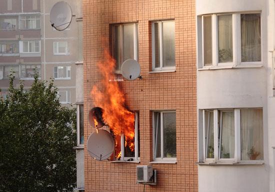 マンション火災後、その絶望的実態…7カ月過ぎても修復工事未着工、業者が工事拒否の画像1