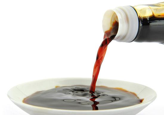 スーパーの激安しょう油は危険!発がん性も…大豆のかすに大量の甘味料と添加物の画像1