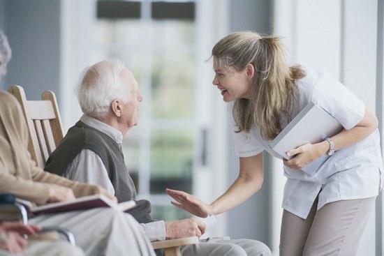 夫婦で月額年金支給10.8万!民間老人ホームは一人月25万、公営は50万人待機の画像1