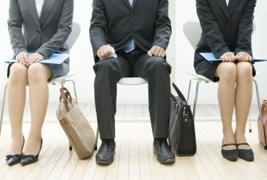 採用面接で嘘をついて入社、バレると解雇や損害賠償!結婚前の嘘、バレても離婚は困難?の画像1
