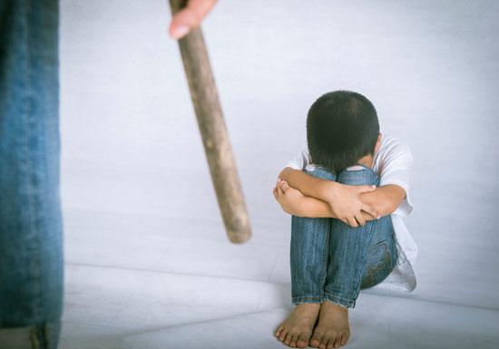 幼稚園で教師が幼児に壮絶な虐待!容赦なく蹴り&平手打ち、泣いても無視の画像1