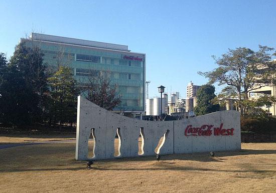 コカ・コーラの危機…サントリーが首位奪取目前、米国本社の直接支配強化で独立性消失か