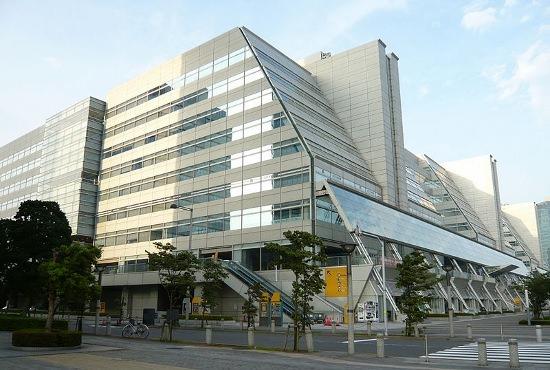 大塚家具、赤字転落でも「戦略なき経営者」久美子社長と元会長の実父は1億円の収入の画像1