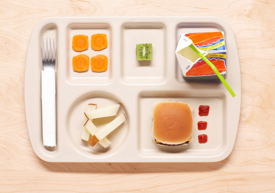 学校の給食が危険すぎる!子供たちが病気に…体に害ある材料を大量使用