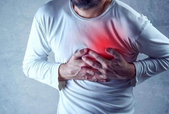 その胸の痛みや重苦しさ、心筋梗塞で突然死の予兆の恐れ!喫煙・肥満は死の危険!
