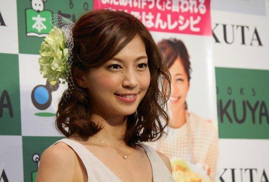 料理タレント化で料理本出版の安田美沙子、料理下手が露呈…アワビをシイタケと混同の画像1