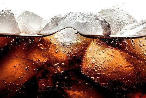 ゼロカロリー飲料の人工甘味料、体にさまざまな害の可能性…過食や糖尿病の恐れも
