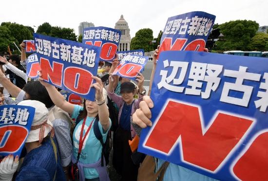 違法な暴力デモや政治活動の参加...