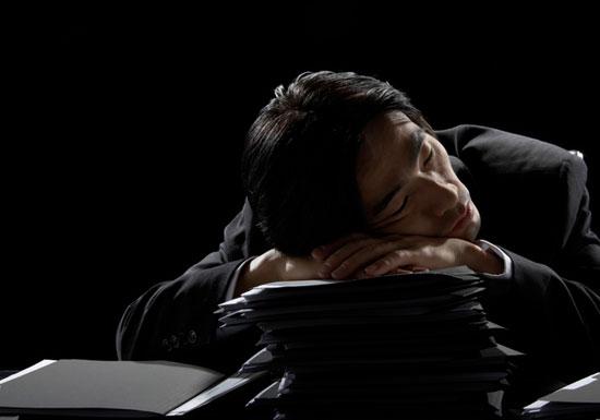 NTT、残業上限が月150時間の異常さ…安倍首相、企業の長時間残業廃止へ