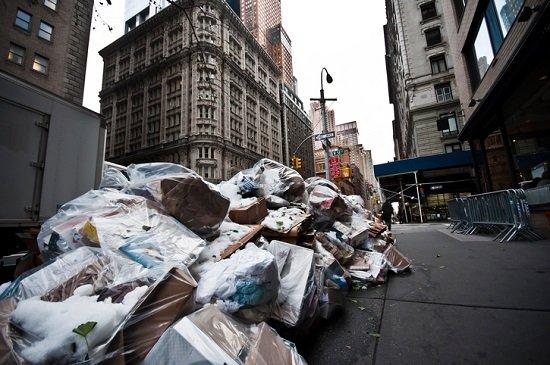 ごみ置き場の汚い賃貸住宅は危険!モンスター住人だらけでトラブル続出、ごみ屋敷で死亡や火事