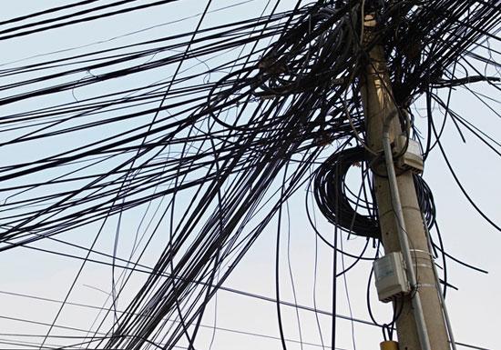 小池百合子都知事、「無電柱化&電線地中下化」に異様な執念の理由…コストは電柱の10倍
