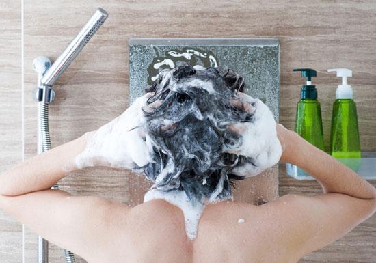 入浴・シャワー施設のなんの表示もないシャンプーの「正体」…超激安品?