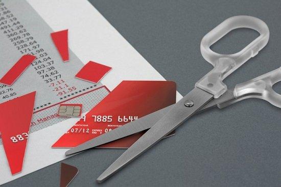 クレジットカード貧困の罠…リボ払いはこんなに危険!利息だけで百万円に上ることも