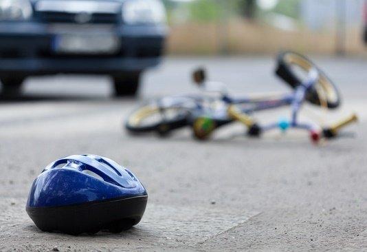 自転車事故で賠償金9千万円も…急増する自転車保険は不要!加入済保険と重複も