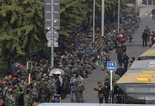 中国軍、30万人リストラで「反・習近平」加熱の懸念…退役軍人が待遇不満で1万人デモ