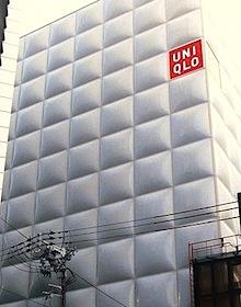 ユニクロはブラック企業か?朝7時出社、大量業務でも残業超過するとボーナス減…の画像1
