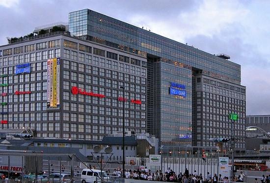 ただのショッピングモール化する有名百貨店…ユニクロ、100円ショップまで進出で「終わりの始まり」