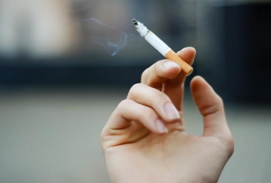 受動喫煙で肺がんリスク、がんセンター「有意な関連」にJTが真っ向反論「有意ではない」