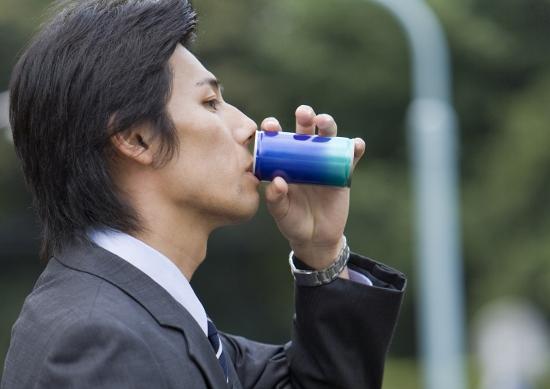缶コーヒーや野菜ジュースは危険?激しい睡魔や疲労感、糖尿病やメタボのリスクも