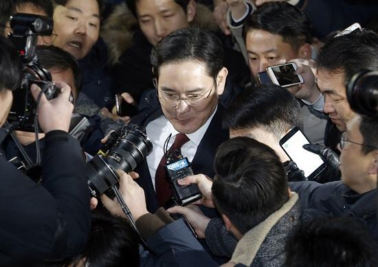 サムスン副会長に逮捕状請求、韓国財閥に一斉捜査で底なしの経済危機か…国家的機能不全も