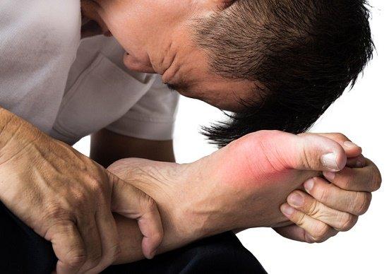 メチャメチャ痛い痛風が30代で激増!食べ過ぎ飲み過ぎは超危険