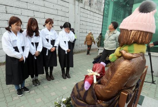 慰安婦問題の賠償責任は韓国政府にあることを知らない韓国人…日本の強硬姿勢に動揺の画像1