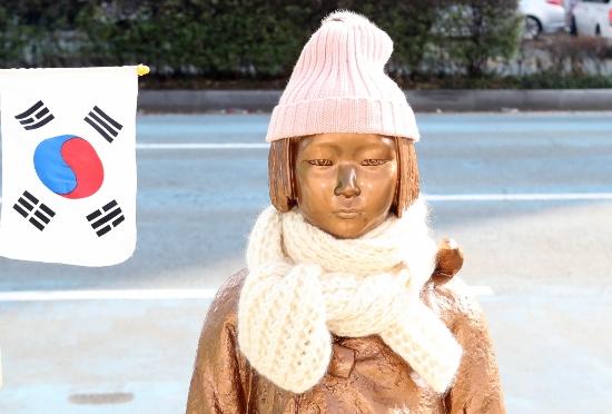 韓国、慰安婦像設置→日韓協議中断で経済危機寸前に…再開に必死、米中も見放しで崩壊かの画像1