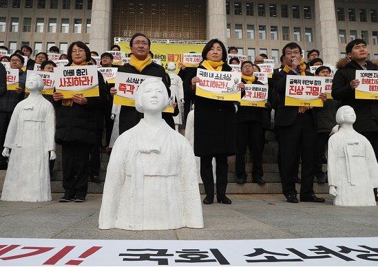 韓国、慰安婦合意破棄と市民革命で、日米との同盟断絶か…親中国へ傾斜の末路の画像1