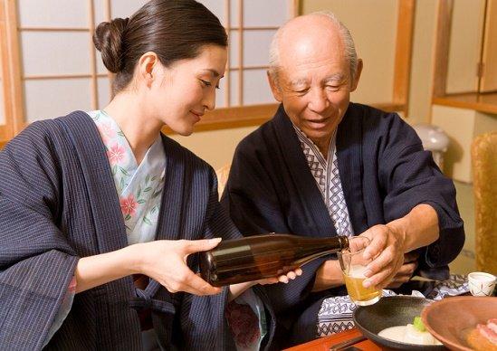 お酒、認知症・がん・脳梗塞などの病気予防効果…長寿遺伝子も活性化
