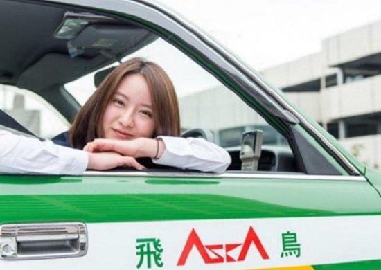 美人すぎるタクシードライバー→芸能界デビューの生田佳那さん、その緻密なブレイク戦略
