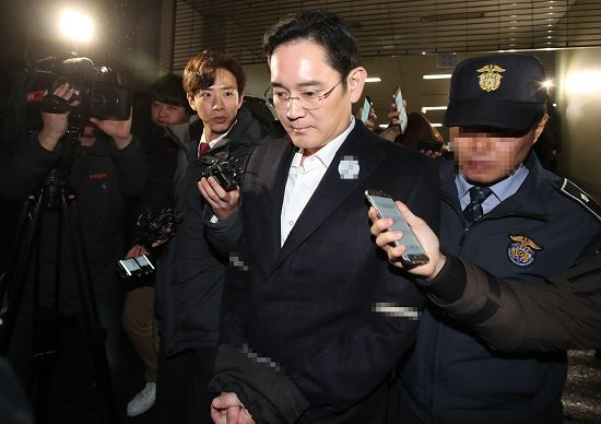 韓国、大統領とサムスン副会長同時失脚で国家機能不全…「全近代的」財閥依存経済の崩壊