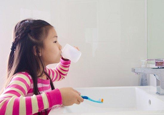 ヨード液うがいは無意味、水のほうが効果大…うがいより、頻繁にお茶飲用が効果大