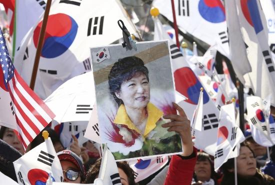 韓国、朴大統領罷免で日米との関係断絶か…在韓米軍撤退、北朝鮮と急速に親密化も