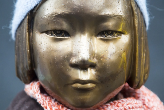 韓国、慰安婦問題合意を破棄か…自ら日韓関係悪化させ経済破綻危機の兆候の画像1