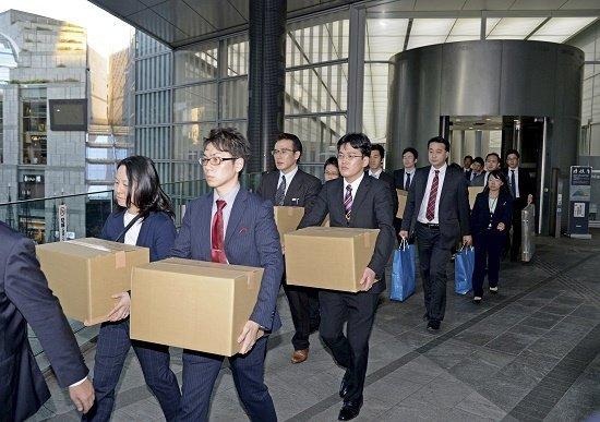 家族を振り切ってホームから電車に飛び込み自殺…なぜ日本人は「過労で死ぬまで」働くのか?の画像1