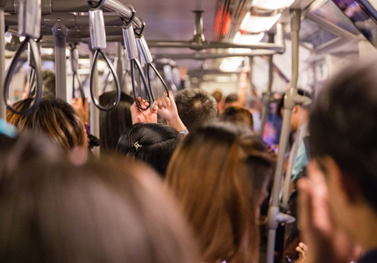 電車で痴漢冤罪、日テレ『行列~』の「立ち去れ」は絶対NG…とるべき正しい対処法とは?の画像1
