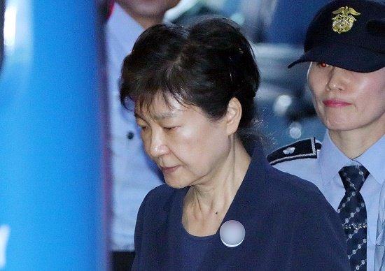 韓国、65歳・朴槿恵前大統領に懲役45年か…弁護士確保も困難、パンドラ ...
