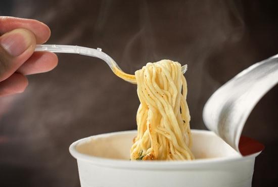 カップ麺やインスタント麺は人体に危害…食用ではない工業用の粗悪な塩を大量含有