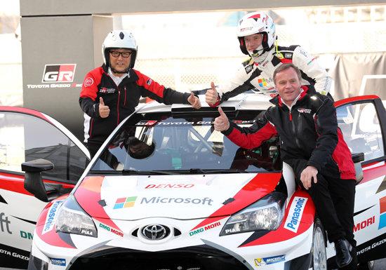 自らテストドライバーを務めるトヨタ社長は、類まれな経営者である…著名人を乗せ自ら運転の画像1