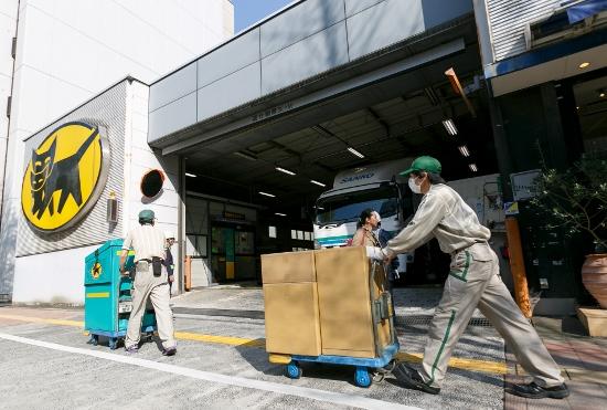 宅配便1日1000万個で社会問題化…宅配ロッカーは物流パンクの救世主となるか?の画像1
