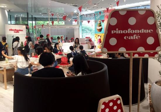 客殺到の「ピノフォンデュカフェ」が激安&楽しすぎる!アイスにトッピングをデコりまくり