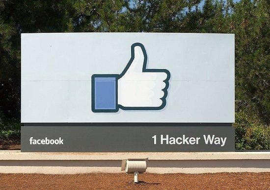 Facebook、脅威の「競合」に徹底的な対抗措置…他社の人気機能をそのまま再現